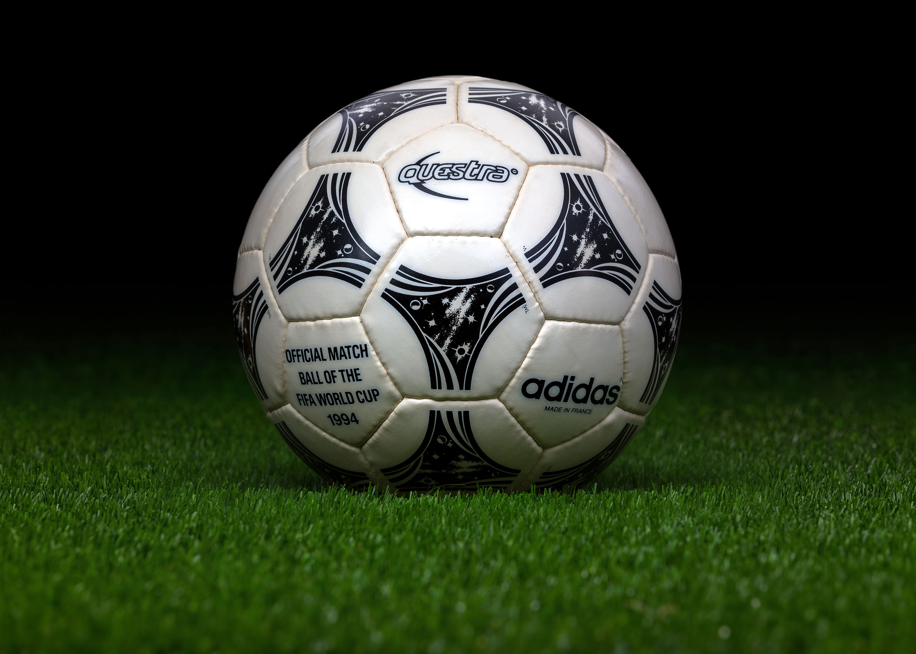 base importante Molesto  Made in France match ball FIFA World Cup 1994 USA Adidas Questra -  worldcupballs.info